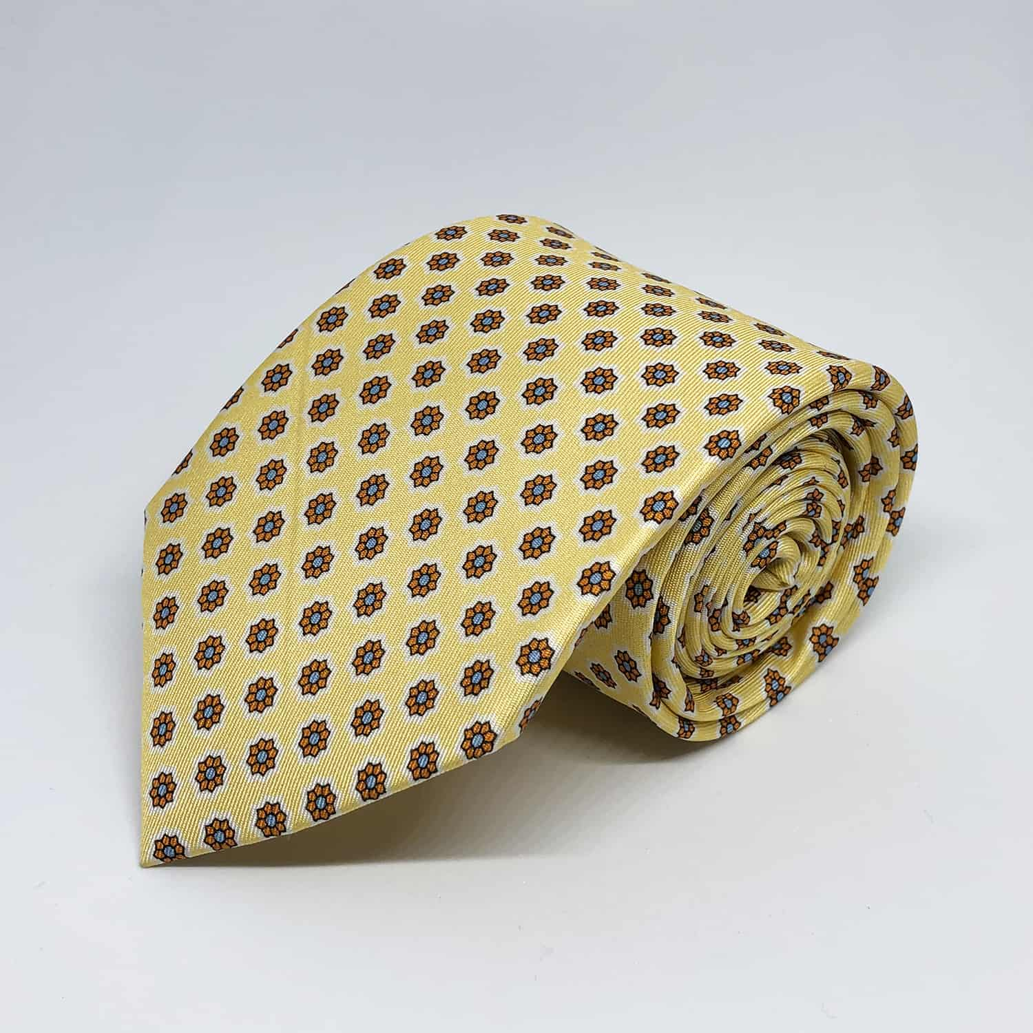 Tie yellow with flowers front